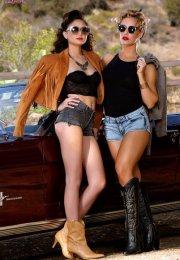 Nicole Aniston & Ariana Marie Lezbiyen Film İzle